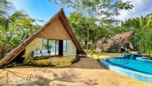 zanzibar-beach-bungalow-zanzibar-love-shack-front